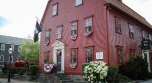 Get A Side Of Ghost Hunting With Your Meal At The White Horse Tavern