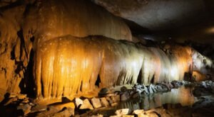 Everyone Must See The Frozen Waterfall That's Hiding Inside Alabama's Cathedral Caverns