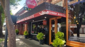 You Might Have Your Own Ghost Story To Tell After Dining At These 6 Haunted Alabama Restaurants