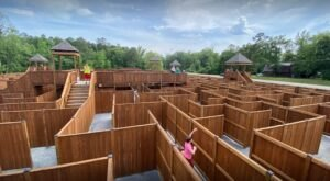 Get Lost In A 29,000 Sq. Ft. Wooden Maze At The MAZE Of Hochatown In Oklahoma