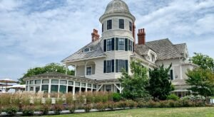 7 Haunted Hotels Around Rhode Island That Are Sure To Give You The Chills