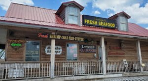 Visit This Rustic Market Tucked Away In An Alabama Beach Town For Fresh And Delicious Seafood