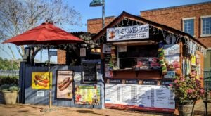 The Naked Dog In Georgia Is A Tiny Roadside Cart With Legendary Hot Dogs