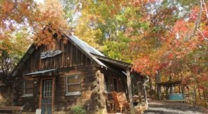 An Overnight Stay At This Secluded Cabin In North Carolina Costs Less Than $100 A Night And Will Take You Back In Time