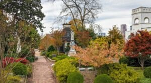 It Doesn't Get More Halloween Than Picking Pumpkins In Atlanta's Oakland Cemetery