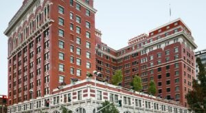 The Historic Davenport Hotel In Washington Is Notoriously Haunted And We Dare You To Spend The Night