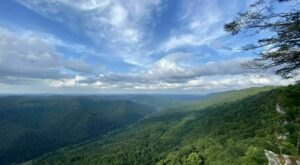 The Gorgeous Little Hikes On Kentucky's Pine Mountain That Will Lead You To Endless Views