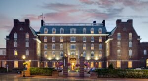 The Historic Hotel Viking In Rhode Island Is Notoriously Haunted And We Dare You To Spend The Night
