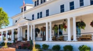 The Historic Sacajawea Hotel In Montana Is Notoriously Haunted And We Dare You To Spend The Night