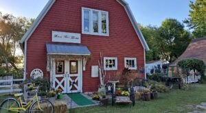 This Adorable Two-Story Barn Boutique In Minnesota Is A Treasure Trove Of Amazing Antique And Vintage Finds