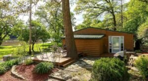 Book A Secluded Getaway At This Retro Riverside Cabin In Illinois