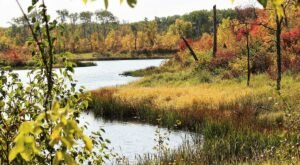 The One Hikeable Lake In North Dakota That's Simply Breathtaking In The Fall