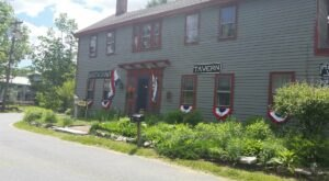 Stay Overnight In The 284 Year-Old New Boston Inn, An Allegedly Haunted Spot In Massachusetts