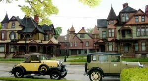An After-Dark Tour Of Michigan's Hackley And Hume Houses Will Take You Back To Victorian Times