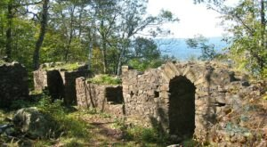 A Mysterious Woodland Trail In Massachusetts Will Take You To The Original Eyrie House Ruins