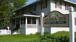 The Historic Nahma Inn In Michigan Is Notoriously Haunted And We Dare You To Spend The Night