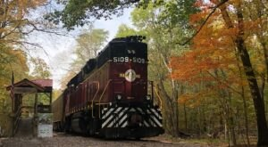 This Fall Foliage Train Ride In Tennessee Is Scenic And Fun For The Whole Family