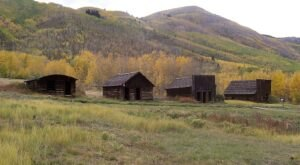 The Colorado Ghost Town That's Perfect For An Autumn Day Trip