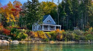 These Coastal Cottages In Maine Have Been Offering Visitors The Most Beautiful Autumn For 90 Years