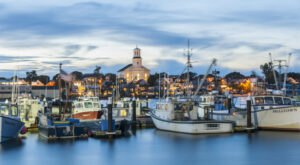 The Tiny Historic Beach Town In Massachusetts That's The Perfect Day Trip Destination
