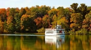 Wisconsin's Clear Water Harbor Cruises Will Take You On A Breathtaking Color Tour