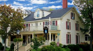 The Historic Kennebunk Inn In Maine Is Notoriously Haunted And We Dare You To Spend The Night
