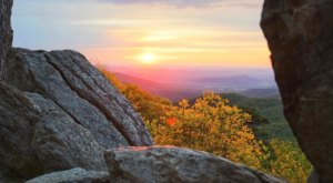 The Magnificent Overlook In Virginia That's Worthy Of A Little Adventure