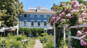 Touring This Historic Home And Garden In New Hampshire Is The Most Beautiful Step Back In Time