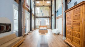 Complete With A Giant Indoor 30-Foot Swing, The Swing House Might Just Be Ohio's Most Whimsical Airbnb