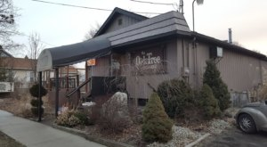The Oak Tree Lounge Is Michigan's Most Down-To-Earth Little Restaurant