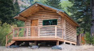 An Overnight Stay At This Secluded Cabin In Montana Costs $100 A Night And Will Take You Back In Time