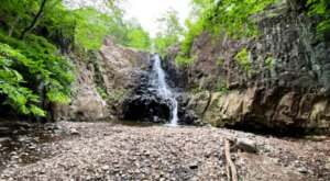 Hemlock Falls Trail In New Jersey Will Lead You Straight To A Beautiful Waterfall