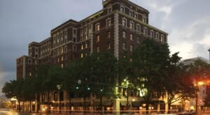 The Historic Read House Hotel In Tennessee Is Notoriously Haunted And We Dare You To Spend The Night