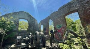 A Mysterious Woodland Trail In New York Will Take You To Railway Station Ruins