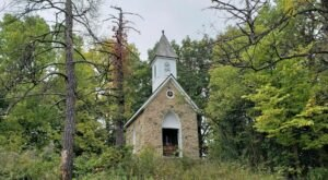 A Mysterious Woodland Trail In Iowa Will Take You To The Original Junkerman Farm Ruins