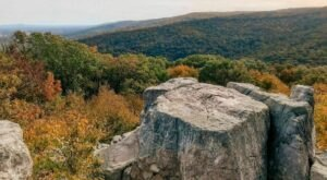 The Wolf Rock And Chimney Rock Trail In Maryland Takes You To Two Stunning Vistas And Back