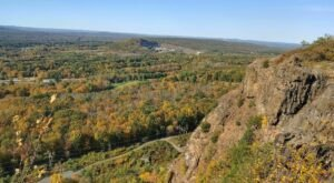 The Awesome Hike That Will Take You To The Most Spectacular Fall Foliage In Connecticut