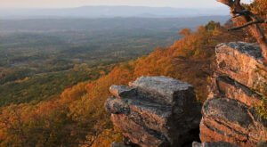 The Awesome Hike That Will Take You To The Most Spectacular Fall Foliage In Alabama
