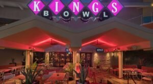 The 1.5-Gallon Cocktails At King's Dining In Florida Is Insane And Outrageously Delicious