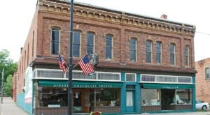 Dining At Lindell Chocolate Shoppe Restaurant In Michigan Is Like Stepping Back In Time