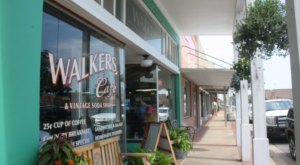 Locals Can't Get Enough Of The Friday Night Fish And Shrimp At Walkers Cafe In Texas