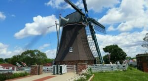 The Historic Small Town That Every illinoisan Should Visit At Least Once