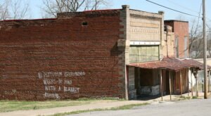 The Ghost Town Near Nashville That's Perfect For An Autumn Day Trip