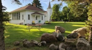 There's A Schoolhouse-Themed Airbnb In North Dakota And It's The Perfect Little Hideout