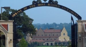 Shrine Of The Most Blessed Sacrament Is A Pretty Place Of Worship In Alabama