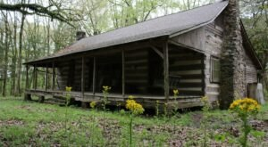 Travel Back In Time With A Stay At The Pleasant Home, A Historic Cabin In Mississippi That Dates Back To 1845