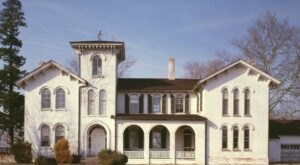 A Tour Of The Ross Mansion In Delaware Will Transport You To The Past