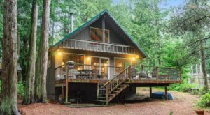 An Overnight Stay At This Secluded Cabin In Washington Costs Less Than $100 A Night And Will Take You Back In Time