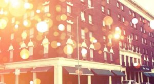 The Historic Hotel Ottumwa In Iowa Is Notoriously Haunted And We Dare You To Spend The Night