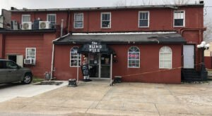 Enjoy Burgers, Seafood, And Some Of Alabama's Best Chili At The Blind Mule Restaurant & Bar